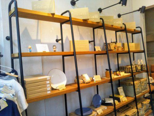 ピーナッツカフェ店内の棚