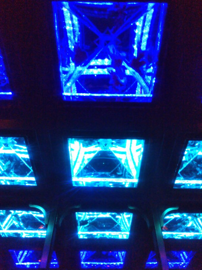 アートアクアリウム日本橋 清涼感を感じる青い光
