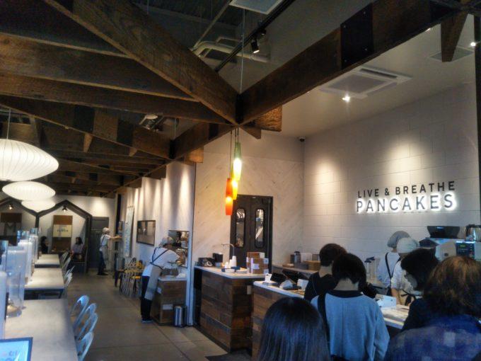 酒々井プレミアムアウトレットのJ.S. PANCAKE CAFEレジ待ちの列