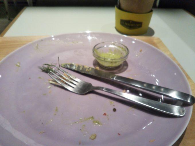 酒々井プレミアムアウトレットのJ.S. PANCAKE CAFEのアボガド&サーモンのパンケーキを食べ終えたところ