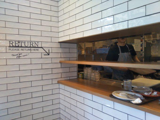 三井アウトレットパーク木更津では食べた後RETURNと書かれた場所まで自分で片します