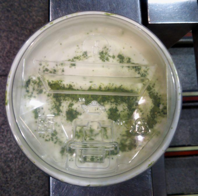 チーズティーの表面にはお茶の粉でレモンボーイが描かれている!