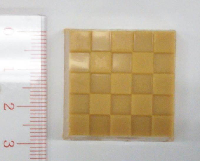 チロルチョコ桔梗信玄餅の縦は約3cm