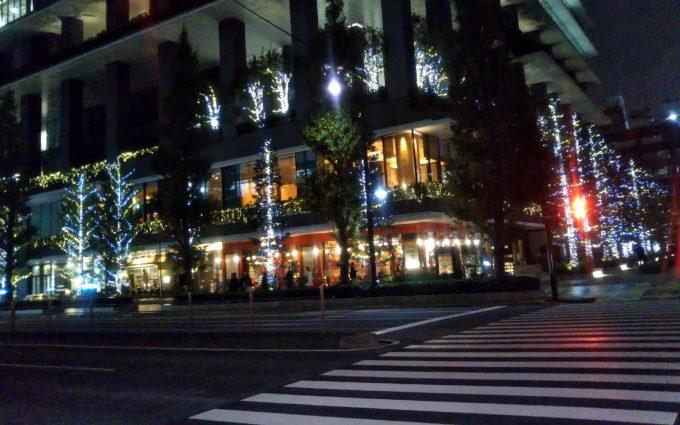 道路の反対側には京橋スクエアーガーデンがあります