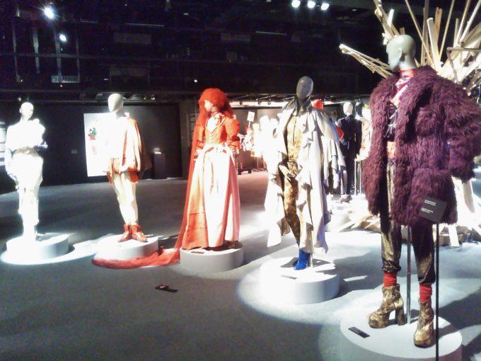 会場の出口付近に4体のマネキンが2018年~2019年秋冬コレクションを着て展示されてました