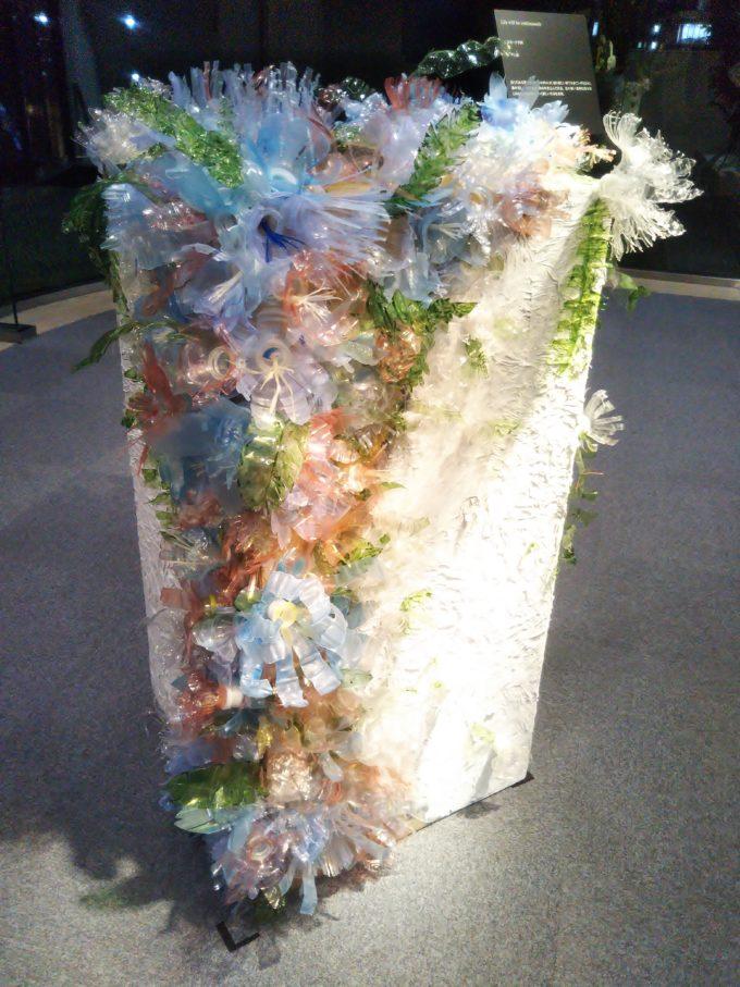ウェディングドレスのような透明感あるお花がモチーフの作品