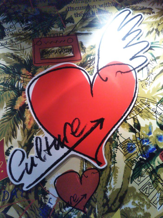 壁に描かれたハートマークはヴィヴィアンさんの手書き
