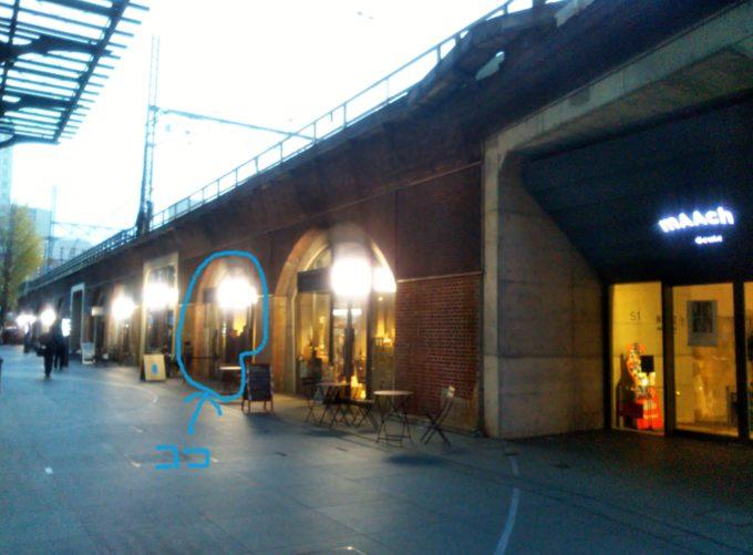 ブルーボトルコーヒー周辺にはお店が横並び