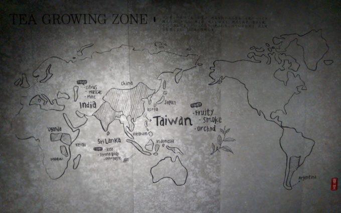 ゴンチャ(gong cha)高田馬場の入口の壁には茶葉の産地が描かれた世界地図