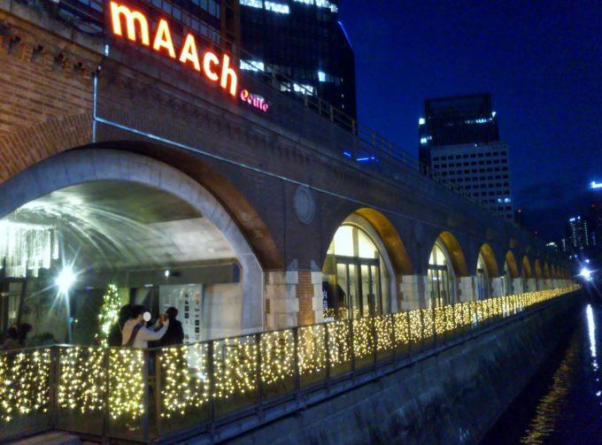 マーチエキュート神田万世橋ビルの照明はイルミネーションみたいでキレイ!