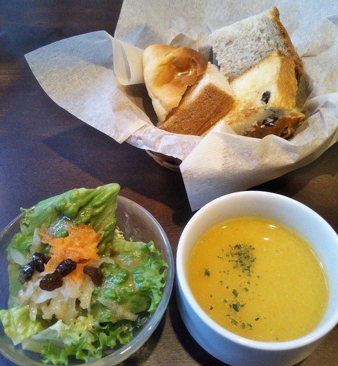 ビストロ ローブン八丁堀のサラダ・スープ・パン(パンのおかわりできるよ)