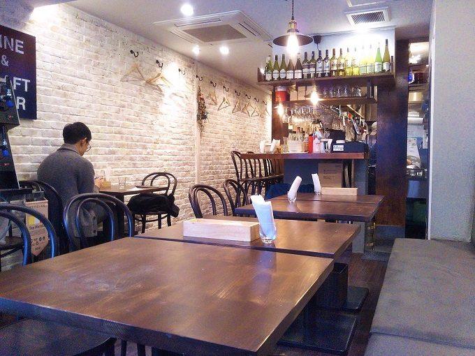 ビストロ ローブン八丁堀の店内はテーブル12席とカウンター8席