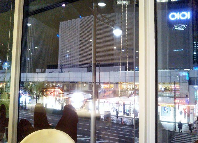 MeetFresh 鮮芋仙(ミートフレッシュ シェンユイシェン)マロニエゲート銀座から窓の外を眺めると有楽町マルイが見えた。