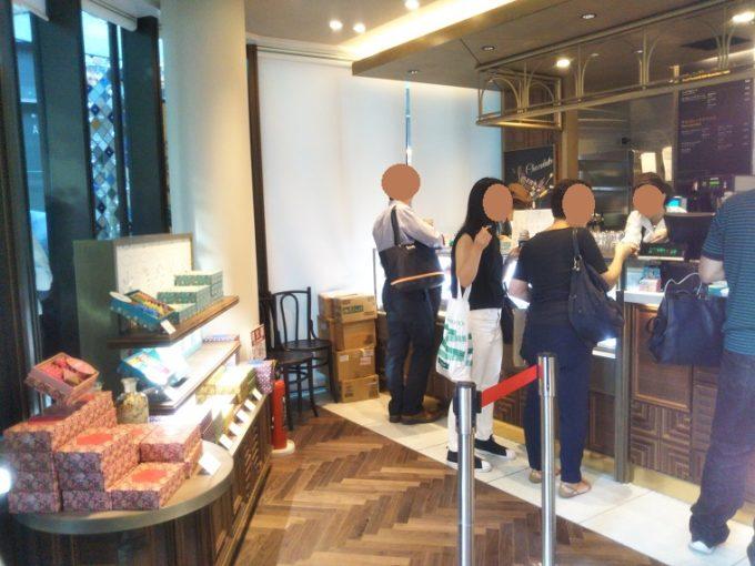 イシヤ日本橋の入口左側にはコレド室町テラスと銀座シックス限定のお菓子も売っているよ!【コレド室町テラス】