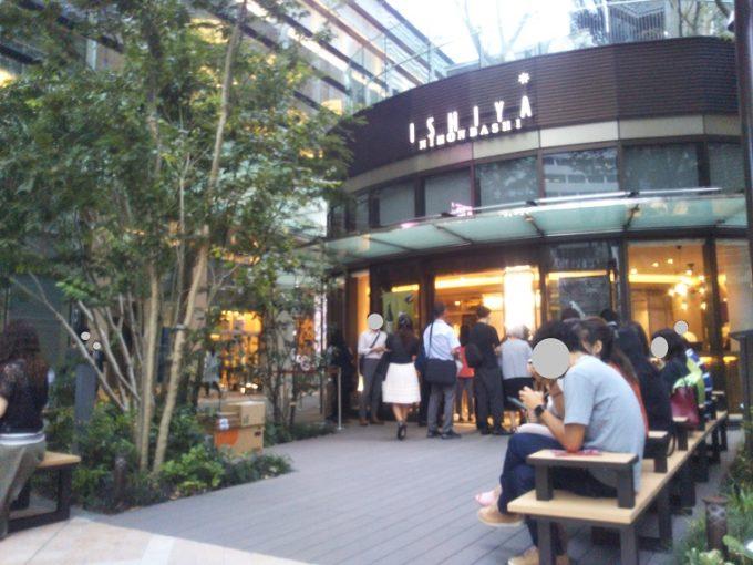 イシヤ日本橋はお店の外にベンチがあるからテイクアウトしてすぐに食べれるのがウレシイ!【コレド室町テラス】