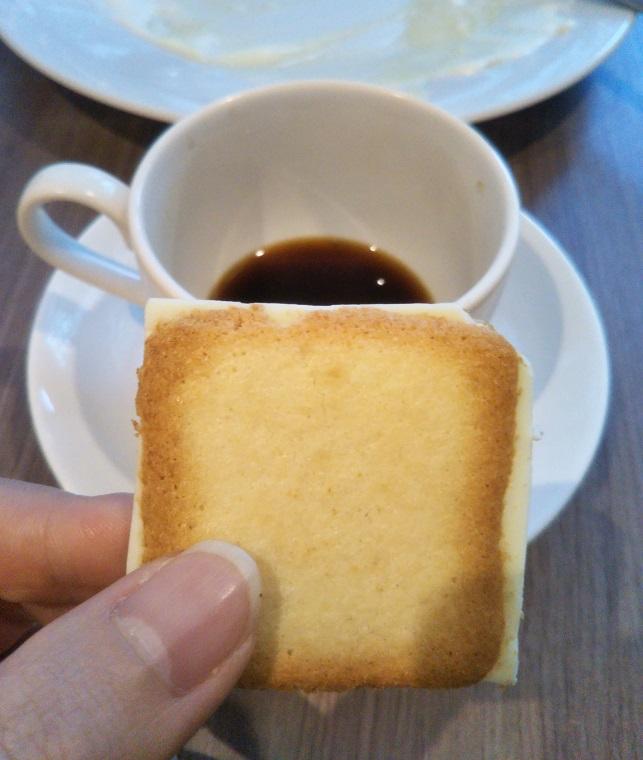 ishiya(イシヤ) 日本橋の白い恋人ブレンドコーヒーには素敵なスイーツのサービス♪【コレド室町テラス】