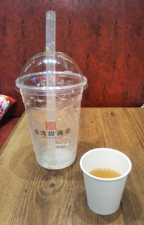 台湾甜商店の台湾満足スムージーを完食した後は白桃烏龍茶で口の中がサッパリ!