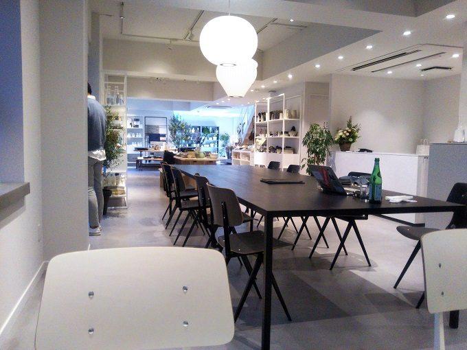 雑貨のお店とカフェが併設された店内。アロウブ白金台(A L'AUBE)
